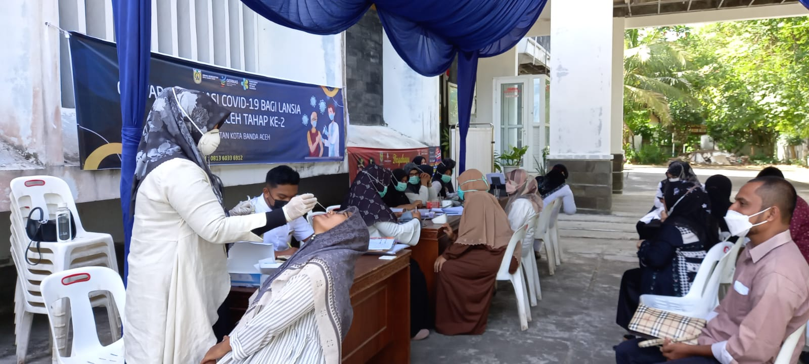 Camat Ulee Kareng Ajak Lansia Ikut Vaksinasi
